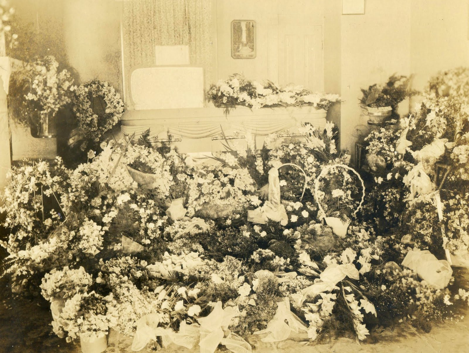 A land of deepest shade ostentatious funeral flower displays in 1910 he is a farmer but in 1920 he is shown as a marble worker at any rate he apparently had a host of friends and relatives who mourned his izmirmasajfo