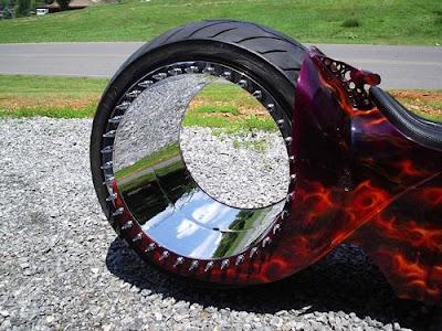 http://4.bp.blogspot.com/_qGCRbfeGQWc/SY2AjMhMHPI/AAAAAAAAGhA/0p_uyEyQvbs/s400/hubless_monster_02.jpg