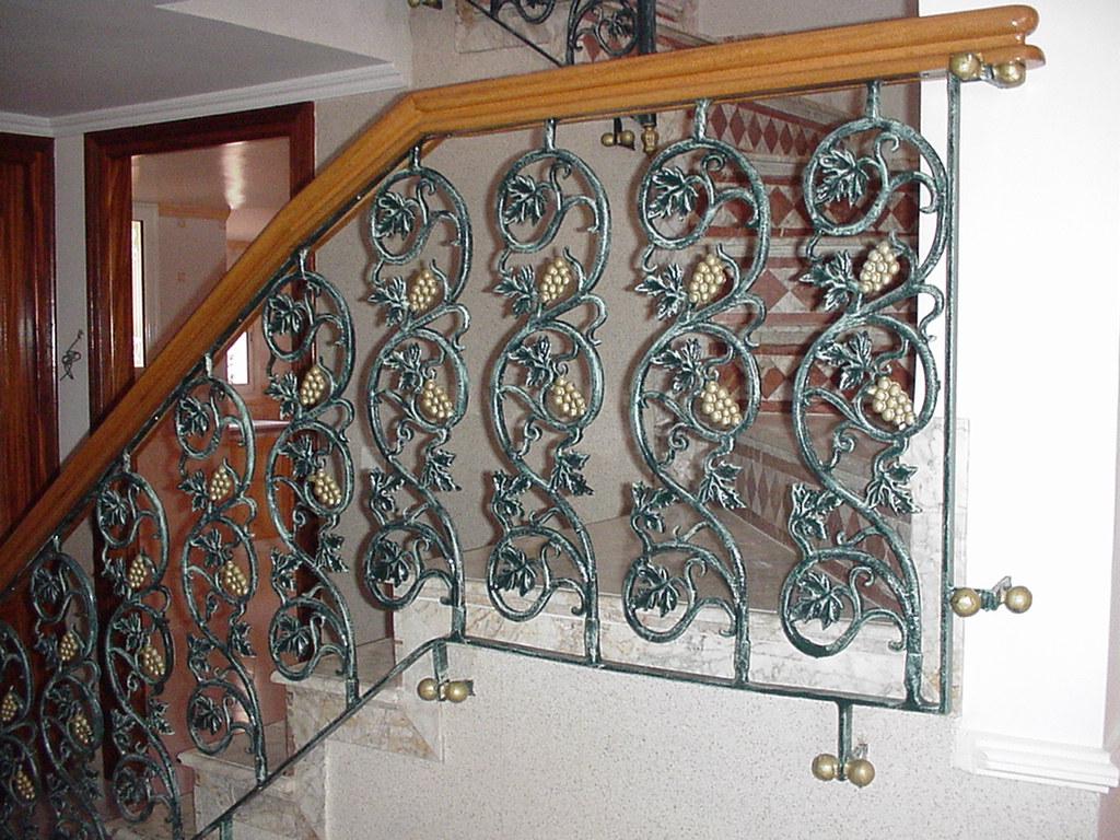 rampes d 39 escalier mod l raisin. Black Bedroom Furniture Sets. Home Design Ideas