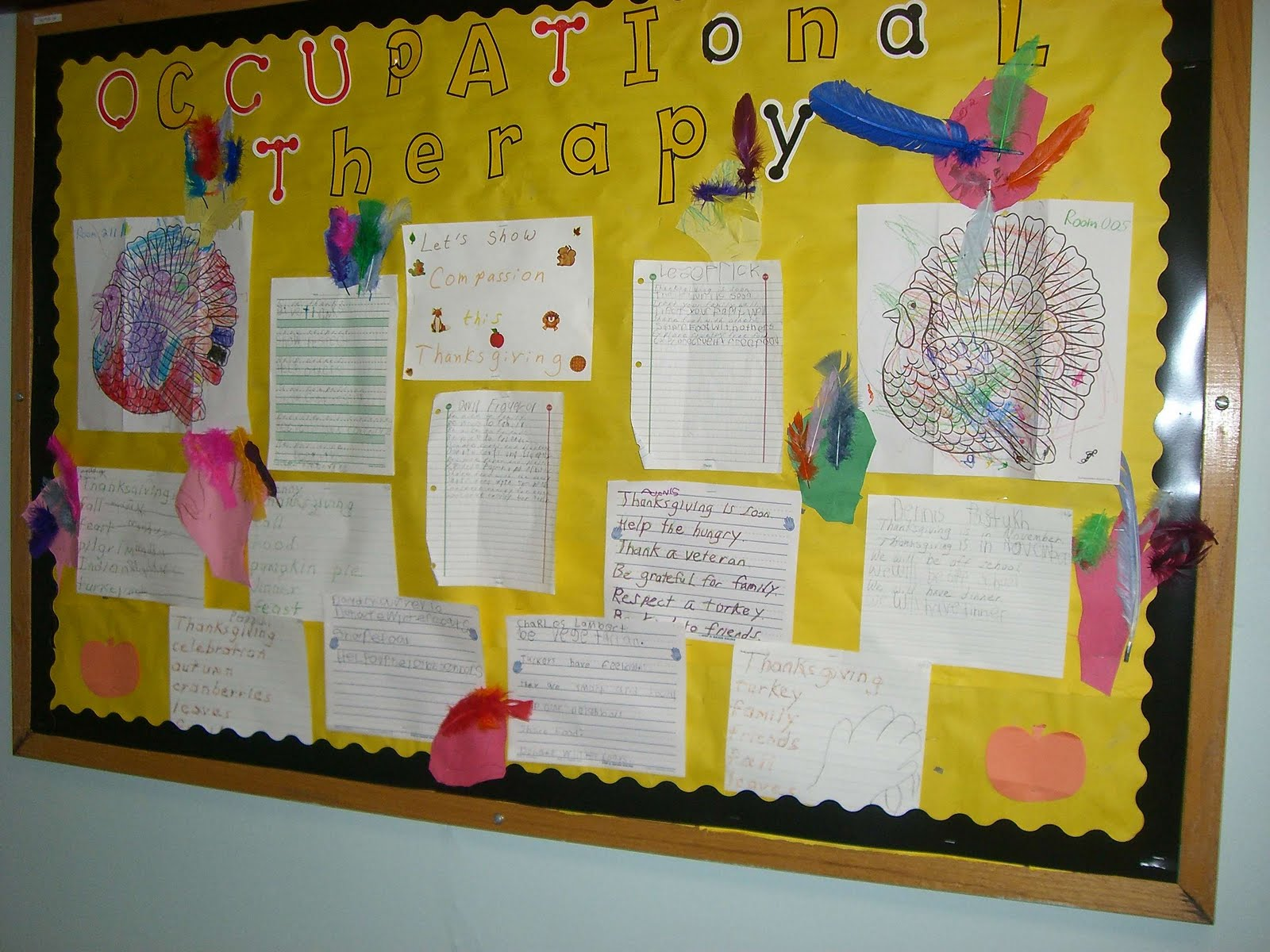 bulletin board at another school of turkeys and handwriting samples.