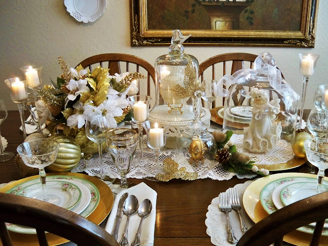 christmas tablescape, gold and white tablescape