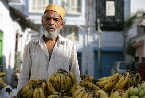 http://4.bp.blogspot.com/_qJkfi_mq2FY/TH2LYF-McjI/AAAAAAAASr8/l-mfiI2iKVo/s1600/mercador_bananas_india_gr.jpg