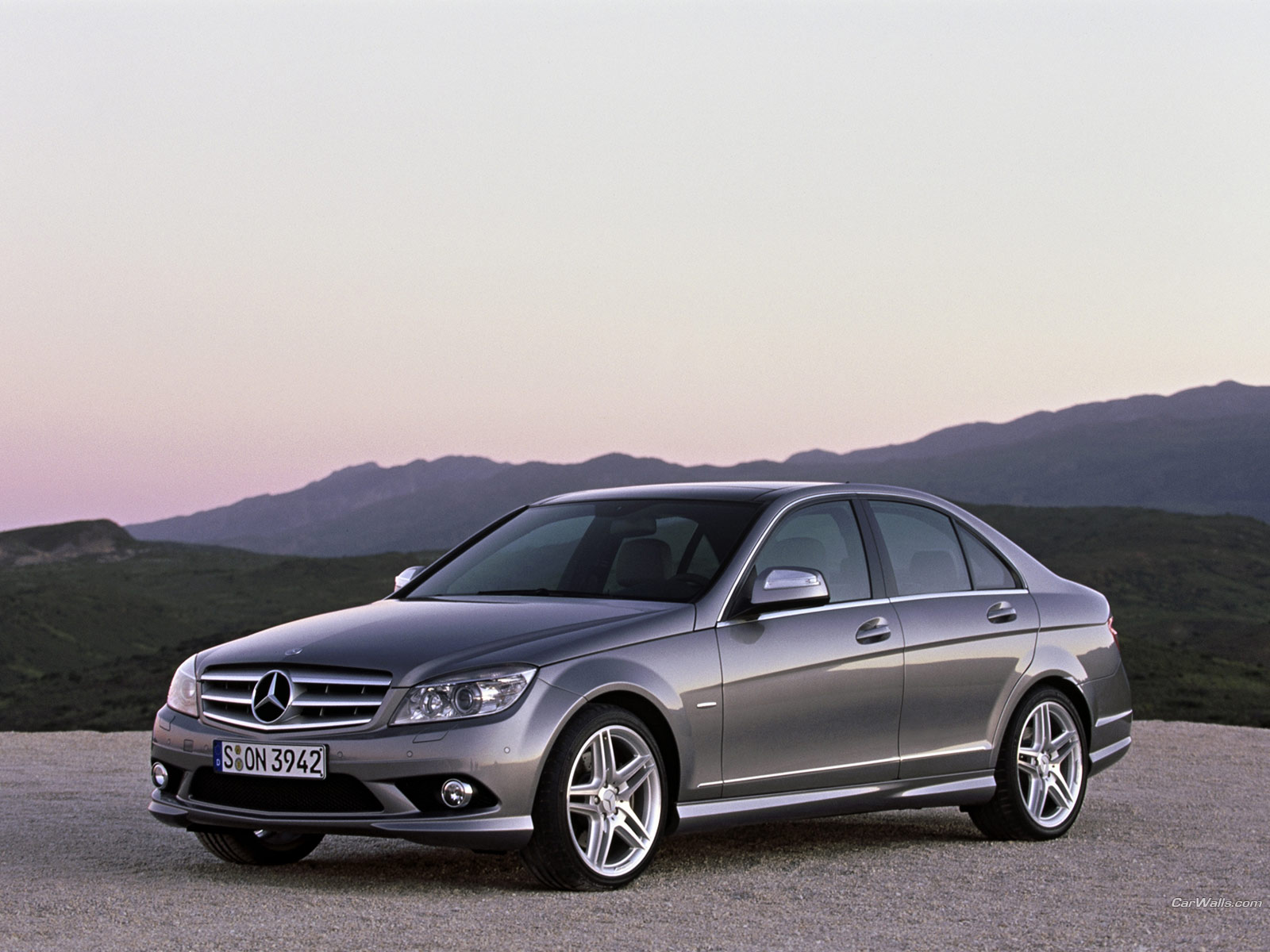 Mercedes benz wallpapers mercedes benz pictures for The price of mercedes benz