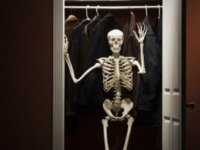 http://4.bp.blogspot.com/_qLAWo-ifmVI/SZUIP0Z1HiI/AAAAAAAABy8/e8cmM8A9UgM/S760/skeleton_in_closet_74214583.jpg