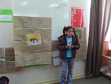 alumna Nicole trabaja texto informativo
