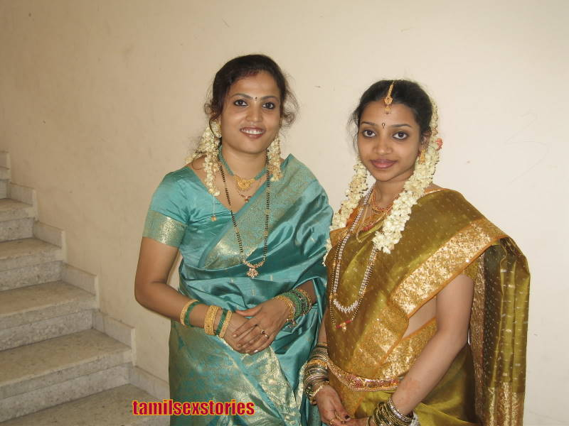 Hot Mallu Aunties in Saree