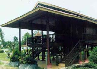 http://4.bp.blogspot.com/_qNNrP3Xq2fM/Sin94Q5HHNI/AAAAAAAAHgo/caUewTNtAwo/s320/Rumah+Adat+Gorontalo+(doloupa+)+1.jpg