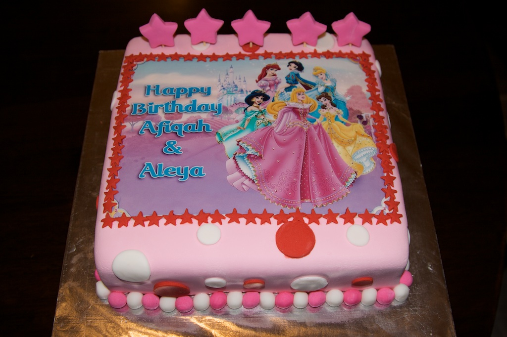 Pink Oven Cakes and Cookies Disney Princess cakes