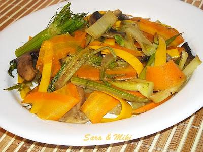 Articole culinare : Salata din fennel, ciuperci, morcovi