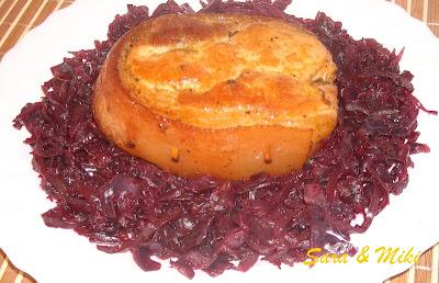 Articole culinare : Pulpa de porc pe pat de varza rosie calita