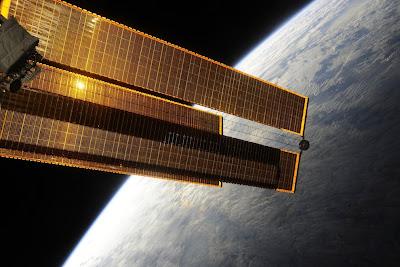 5196845451 734cd52165 b Foto Foto Stasiun Luar Angkasa NASA Terbaru 2011