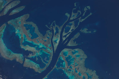 5197444500 13a2f32598 b Foto Foto Stasiun Luar Angkasa NASA Terbaru 2011