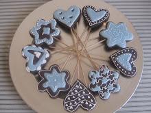 Cookies de cacao en forma de piruleta.