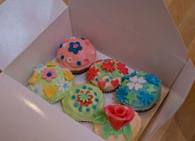 cake decorating hen party - Make Do Menders