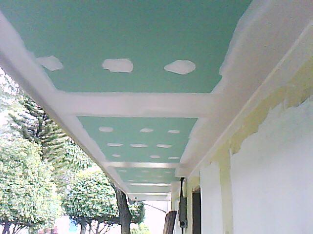 Panel de yeso anti humedad tabla verde for Cuartos decorados con yeso