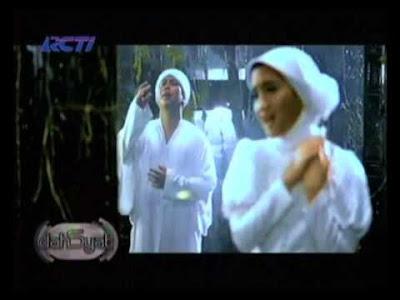 Opick feat. Amanda - Maha Melihat MP3