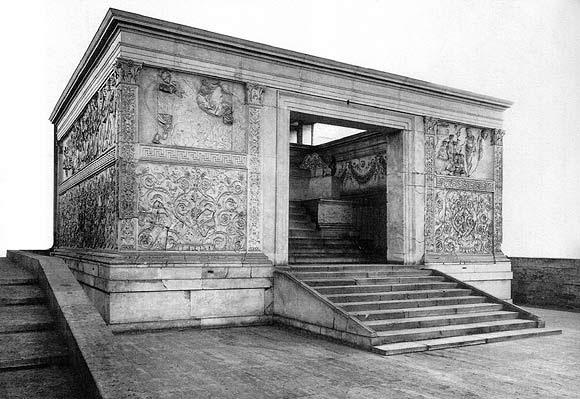 ara pacis augustae Français : l'ara pacis augustae (autel de la paix d'auguste) est un autel romain monumental consacré par l'empereur auguste à la paix en l'an 9 av j-c, à rome, italie italiano: ara pacis è.
