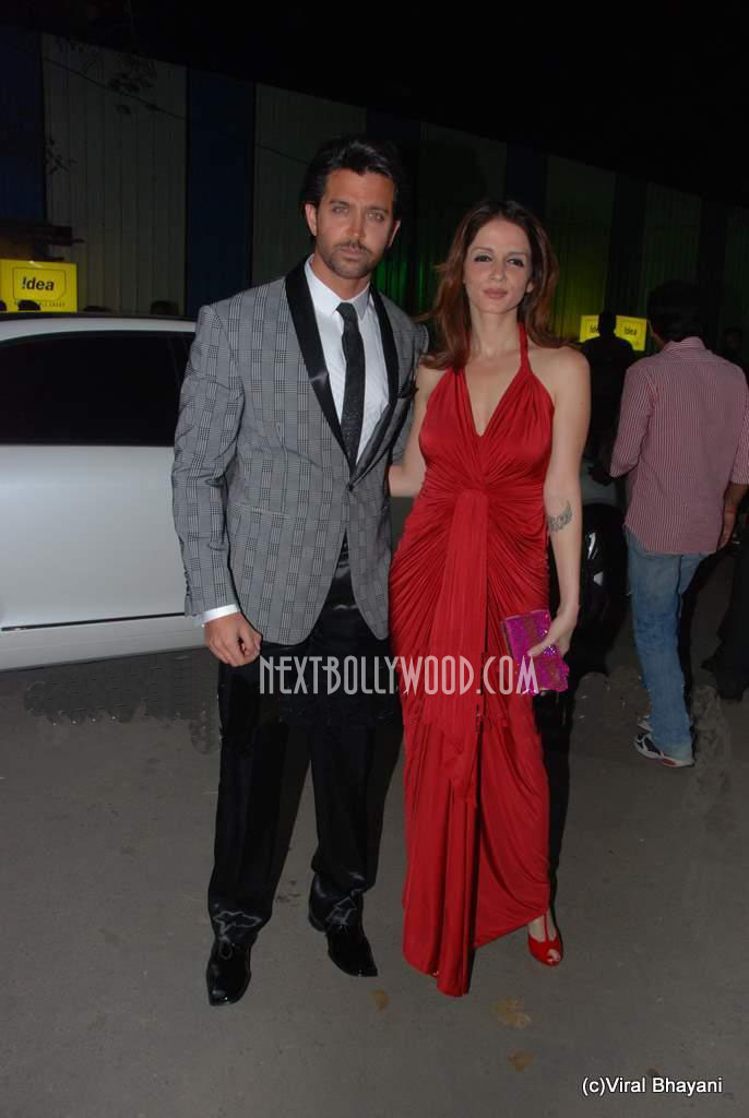 - Hrithik And Suzanne Roshan At 56th Filmfare Awards 2011