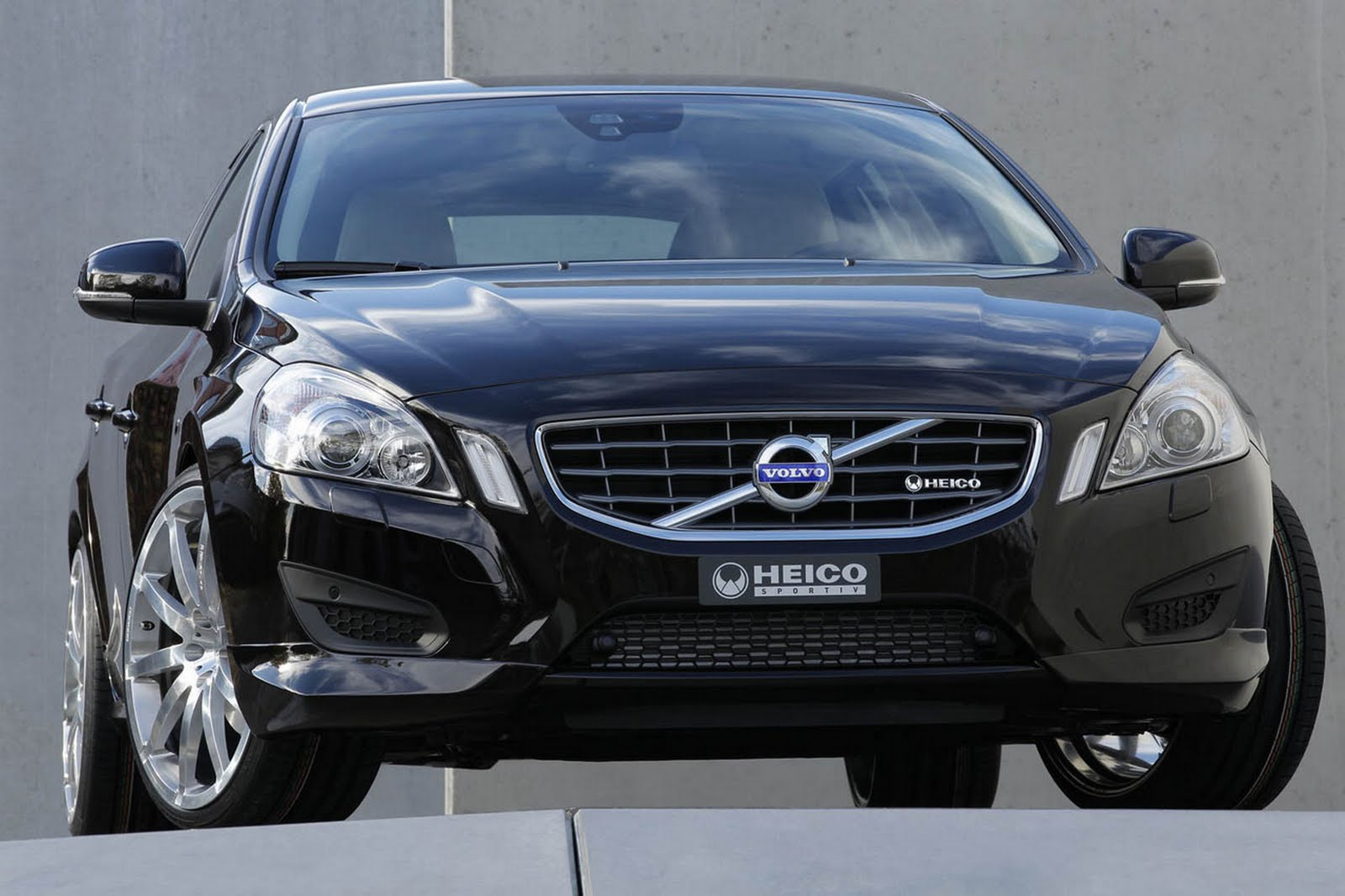 amazing automobile 2011 volvo v60 review specifications and prices. Black Bedroom Furniture Sets. Home Design Ideas