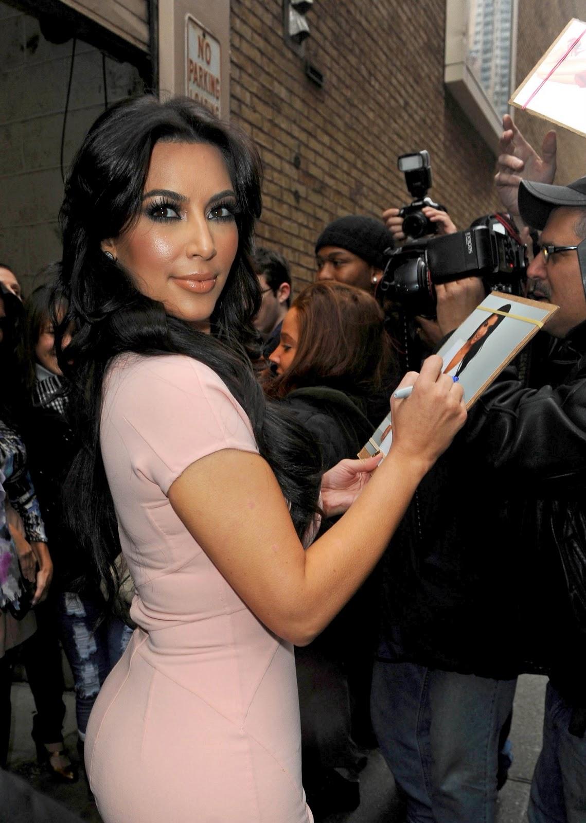 http://4.bp.blogspot.com/_qSI1URO4afE/TTh1G0awWtI/AAAAAAAAHwk/Pi2OPOSRYrs/s1600/Kim-Kardashian-56.jpg