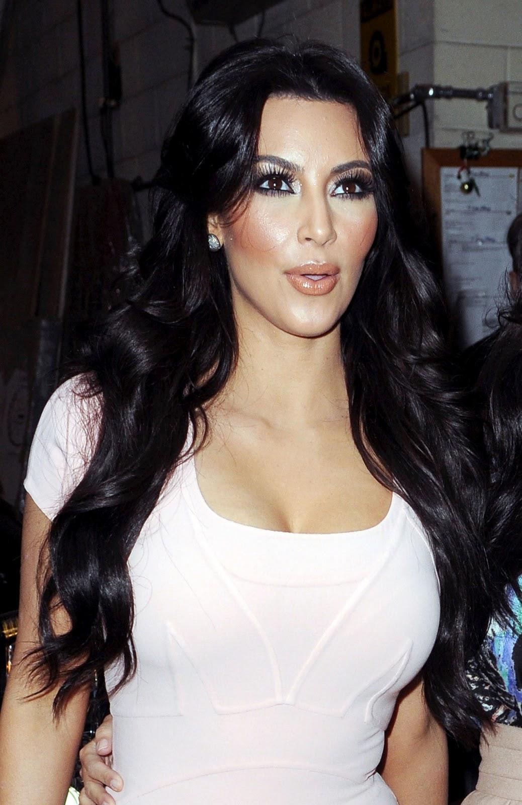 http://4.bp.blogspot.com/_qSI1URO4afE/TThzfzBHX7I/AAAAAAAAHwQ/8R0rOtZEvmM/s1600/Kim-Kardashian-217.jpg