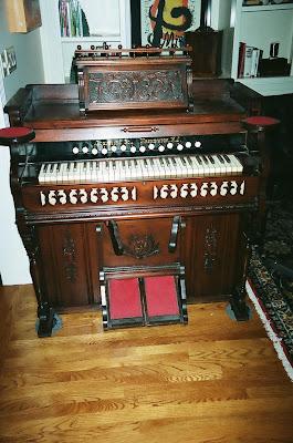 how to play a pump organ