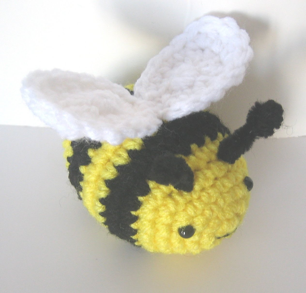 CROCHET N PLAY DESIGNS: Free Crochet Pattern: Buzzy Bee