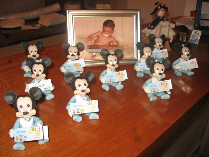 Mickey bebe souvenier en porcelana fria