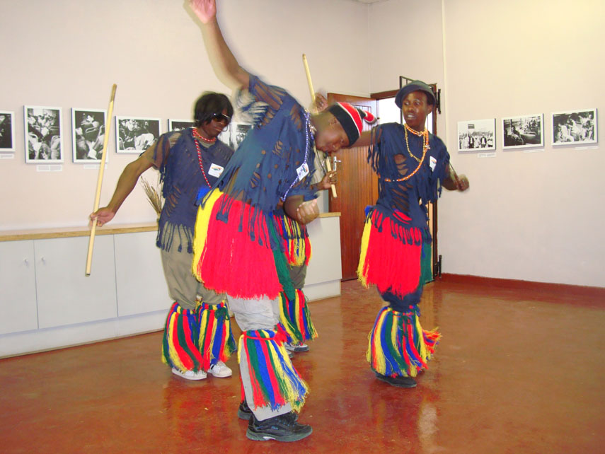 [lwandle_dancers_oct08.jpg]