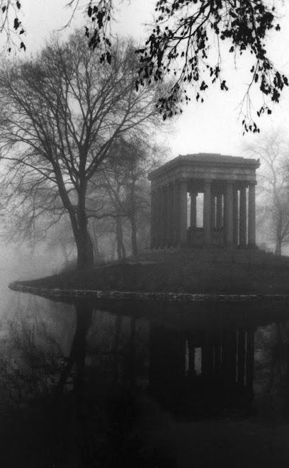 Kuğulu Göl Yanlız Büyük Mezar