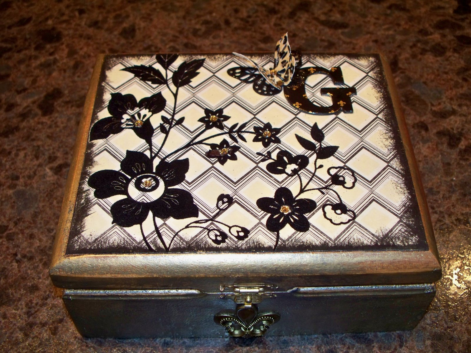 The scrapping goddess altered cigar box for my mom for Cigar boxes for crafts