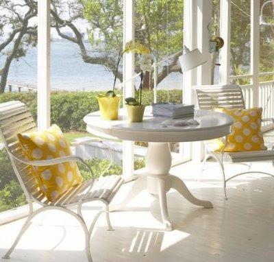 أنآقة ودفئ اللون الأصفر لان yellow-sunroom-CL.JPG