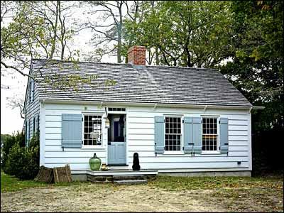 Gambrel cottage in Sag Harbour