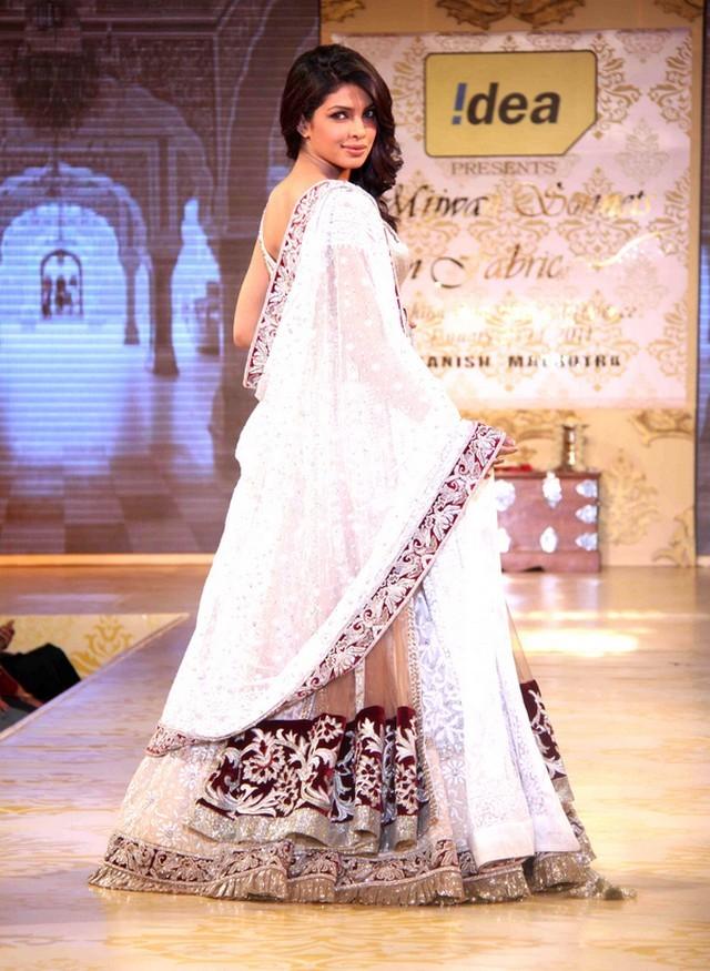 Priyanka chopra at manish malhotra s mijwan fashion show