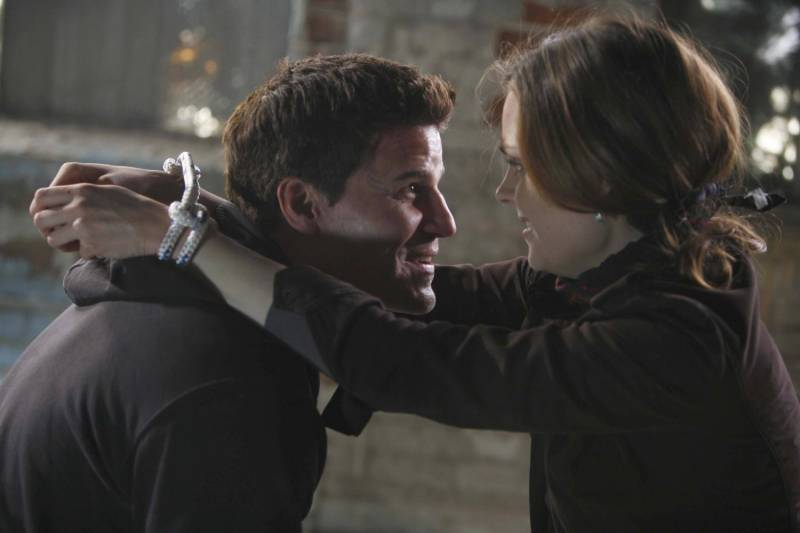 when do booth and bones finally hook up