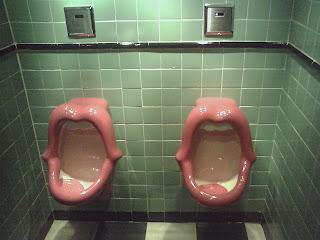 http://4.bp.blogspot.com/_qYu8JbpuPto/RlCX1BS53jI/AAAAAAAAAAs/BPT0fDRGt7o/s320/red+lips+urinal.jpg