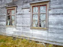 Vackra fönster på ett gammalt hus
