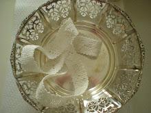 Handgjord spets och silverskål.