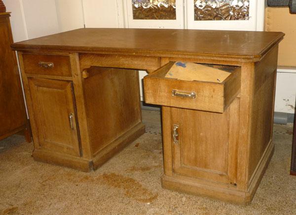 la brolerie un bureau en ch ne. Black Bedroom Furniture Sets. Home Design Ideas
