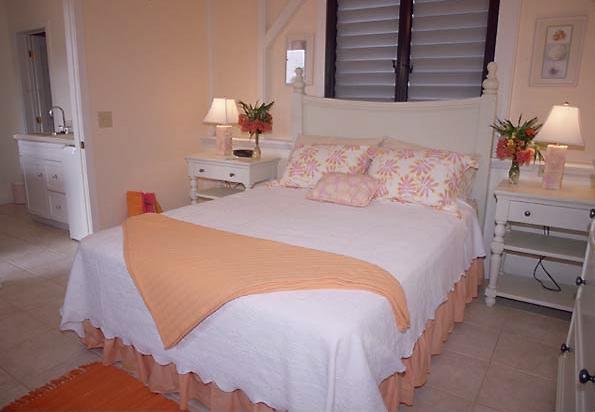 Girlandlovelynotebook peaches and cream for Peach bedroom