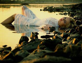 esperança,mulher triste,solidمo,mar,pedras
