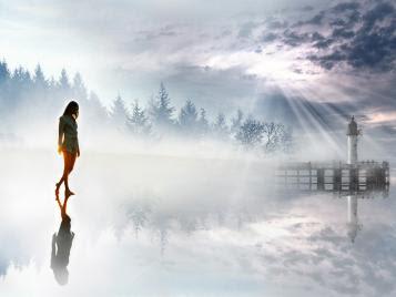 garota,mulher caminhando no espelho d'agua