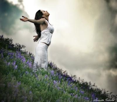 mulher livre,braços abertos,força,coragem