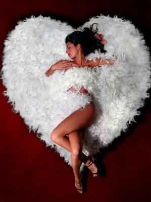 beautiful woman,amor,mulher dentro do coração