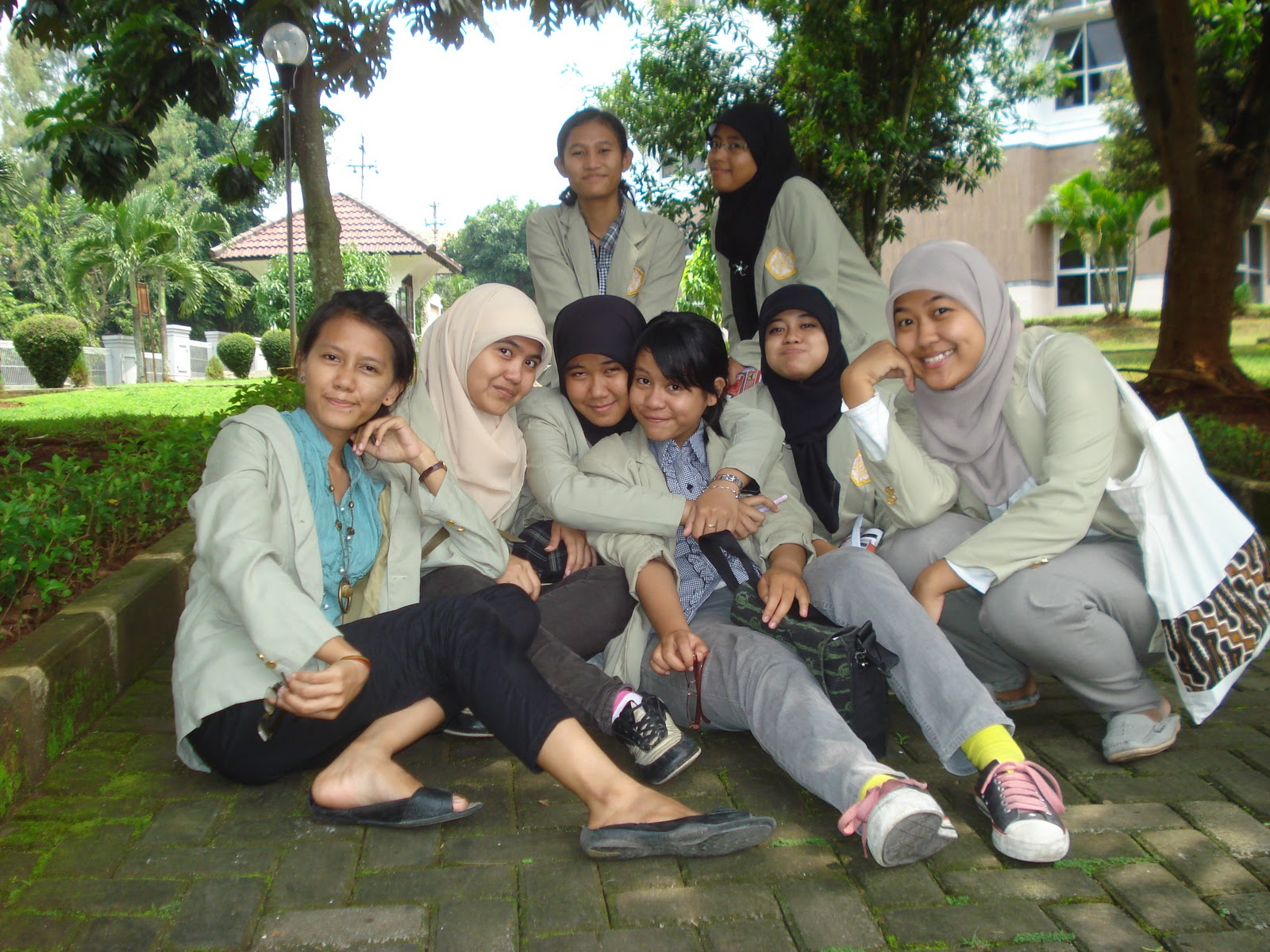 these are my grils' classmates, and There're just 8 girls in the class