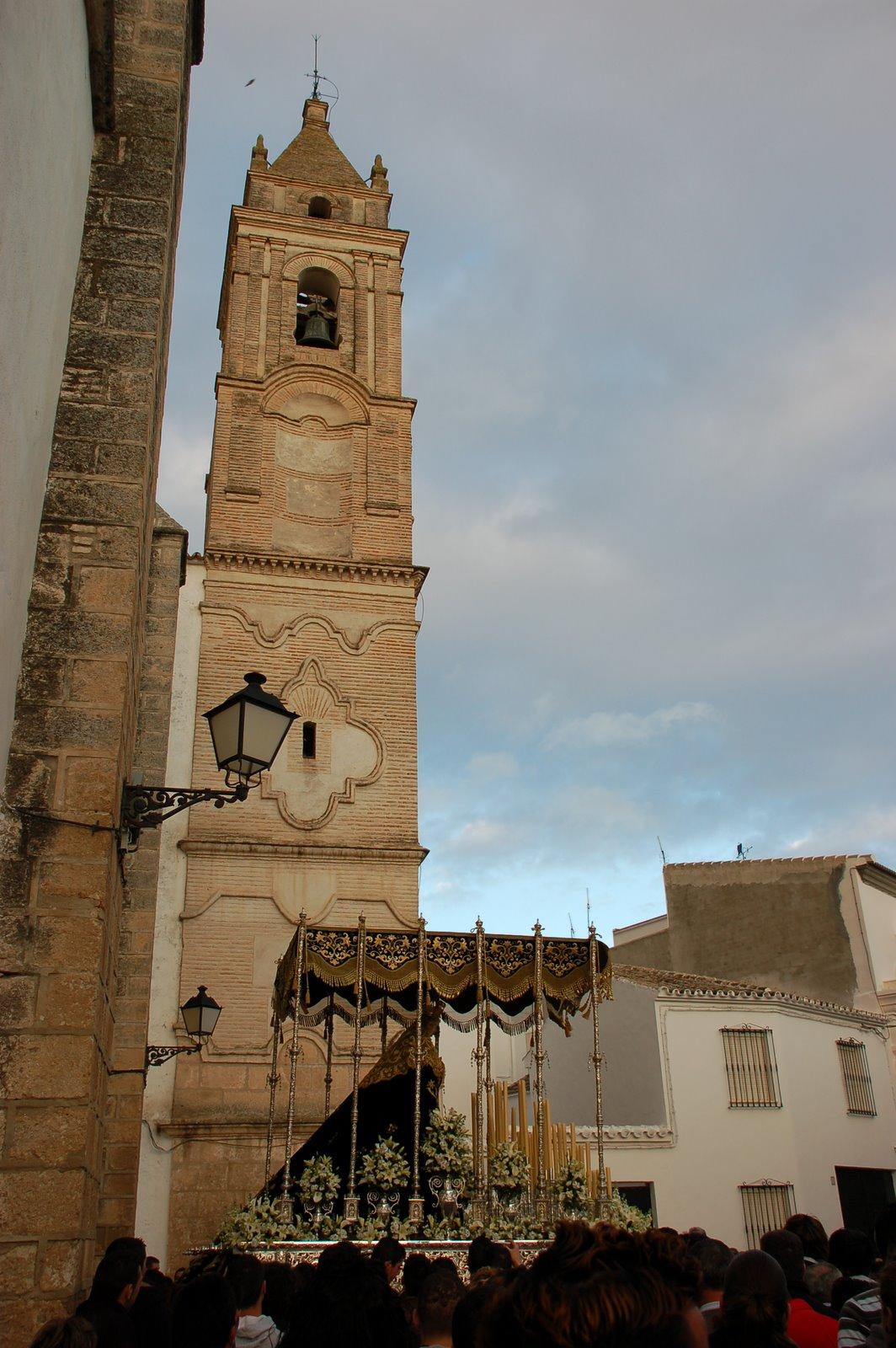 La virgen de los dolores a su salida de la iglesia de San Sebastian