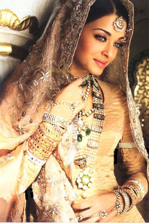 http://4.bp.blogspot.com/_qdnpLtp6suU/TKwOjjAritI/AAAAAAAAAJA/U1NmwA049Fw/s1600/artificial+jewellery.jpg