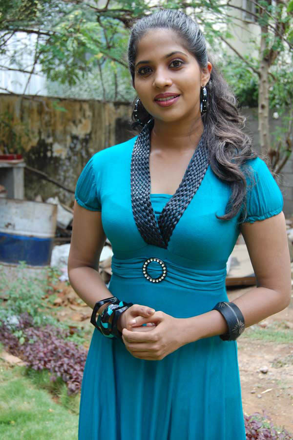 DIGITAL TAMIL ENTERTAINMENT: TAMIL ACTRESS DEVIKA PICTURES