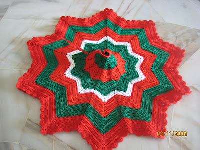 Christmas tree skirt crochet pattern. - Crafts - Free Craft
