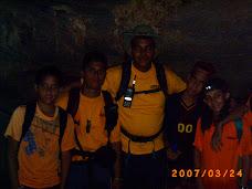 El Grupo Dentro De La Cueva De Salmeron
